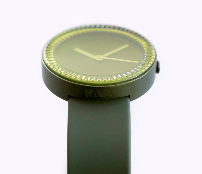 Годинник з дизайном, схожим на дно скляної пляшки