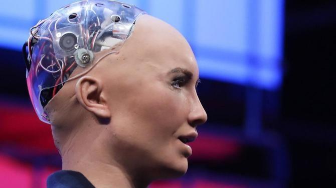 робот софія
