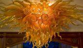 Уникальные «пламенные» люстры мастера по стеклу Роберта Кайндла