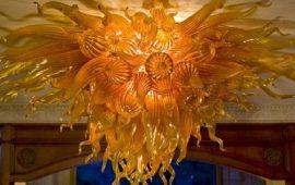 Унікальні «полум'яні» люстри майстра по склу Роберта Кайндла
