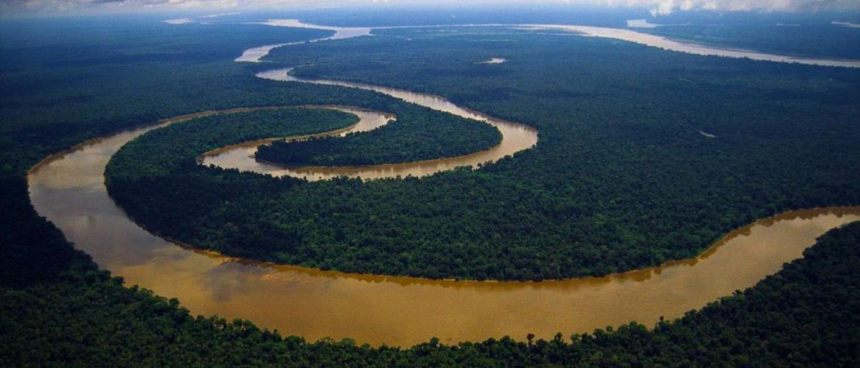 Найкрасивіші річки, які начебто вийшли з потойбічного світу