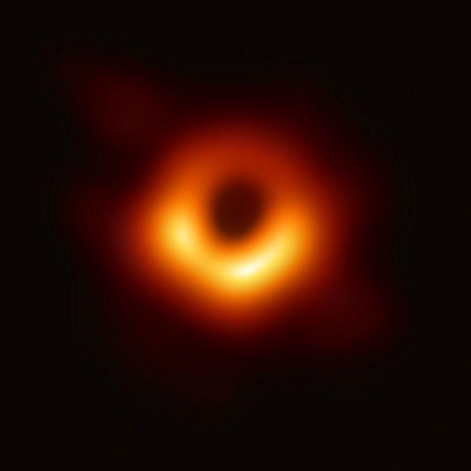 фото чорної діри