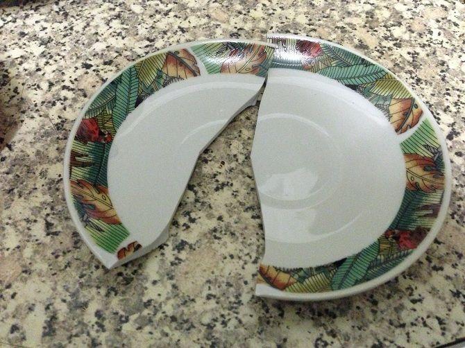 побита тарілка