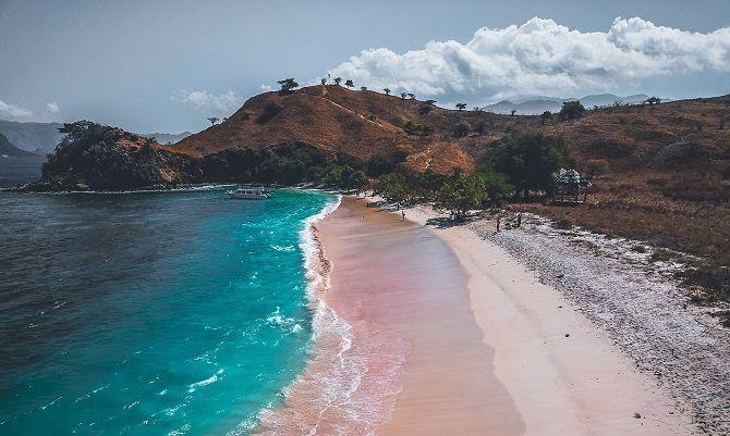 рожевий пляж