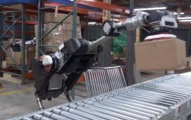 Новий робот Boston Dynamics навчився вибирати і присмоктувати вантажі