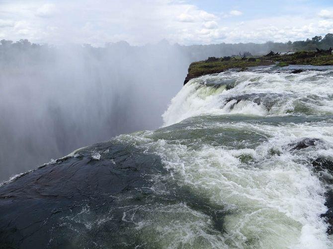 Басейн Купіль Диявола на краю водоспаду Вікторія, Південна Африка