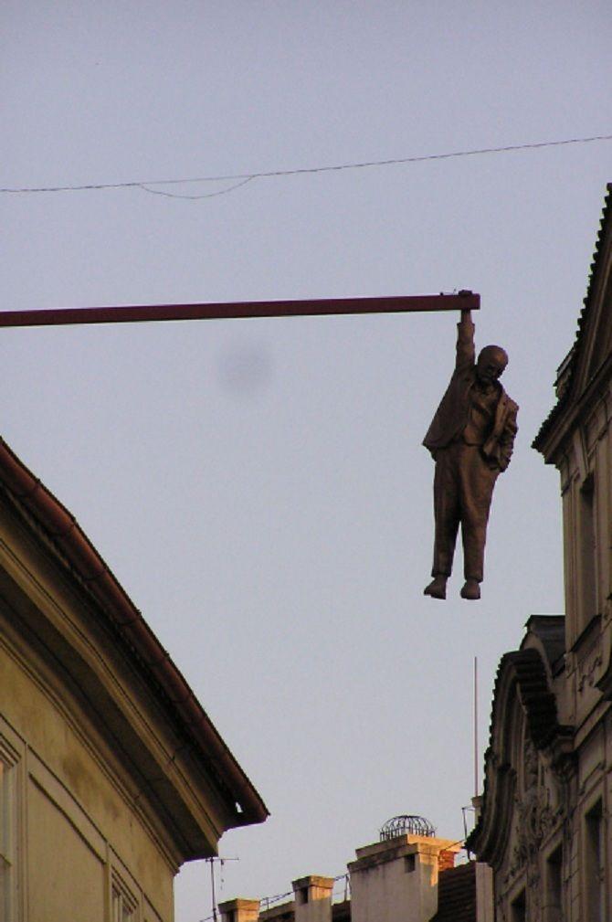 Памятник Висящий человек