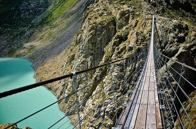 Міст Тріфт, Альпи, Швейцарія.