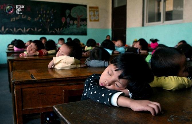китайські учні сплять