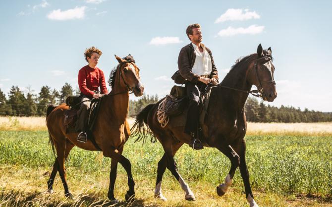 угоняя лошадей фильм