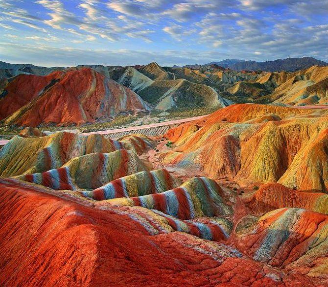 Кольорові скелі Чжаньє Данкс, Китай