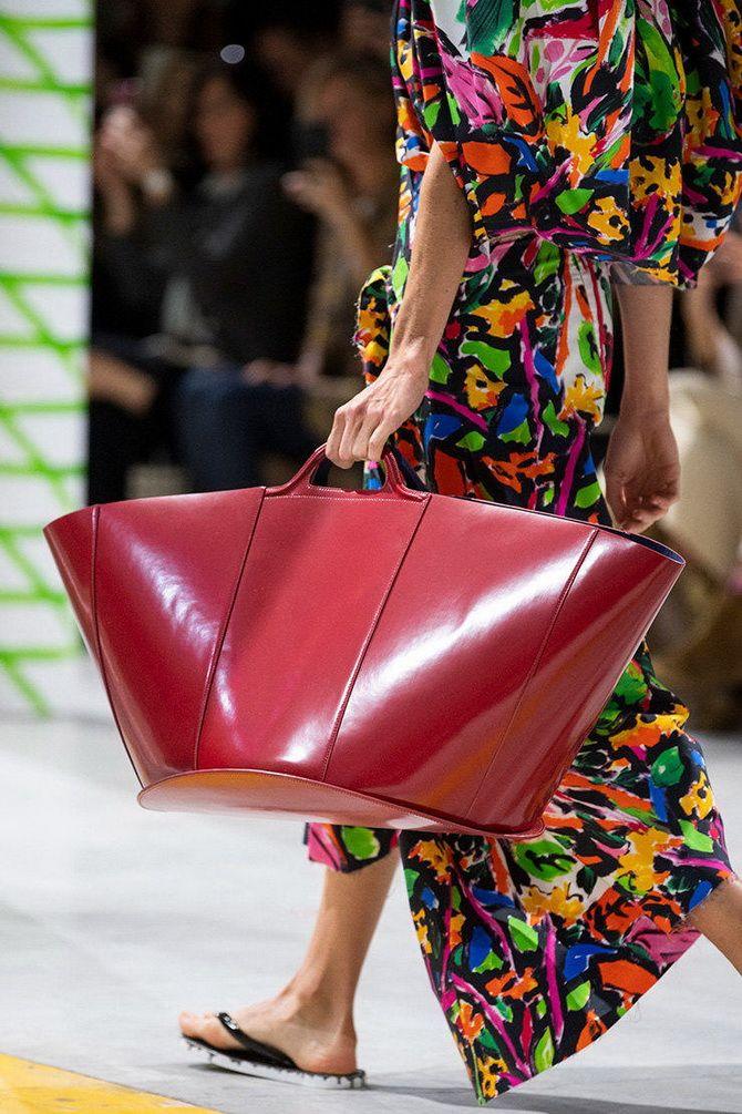 Большая красная  сумка на лето