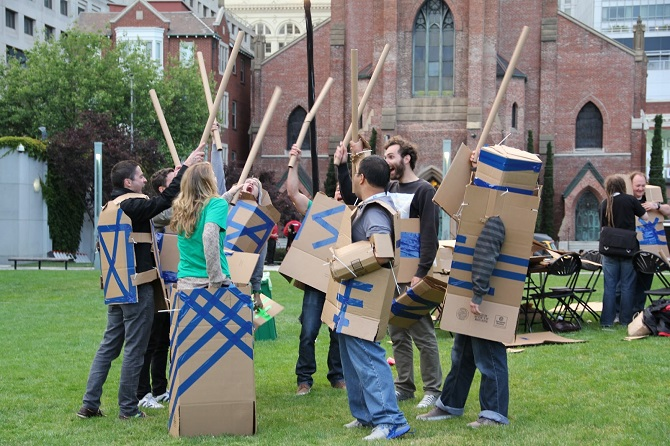 Дуэли на картонных мечах