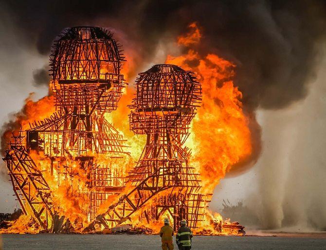 Буря посреди пустыни: фестиваль Burning Man 2019 38