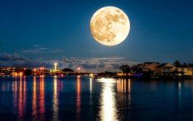 Як це було: чарівні фото Повного Місяця від користувачів соцмереж