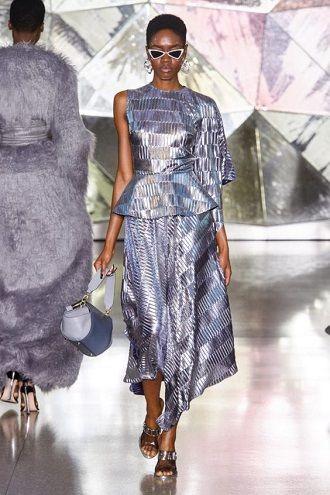 Тренды осенней моды 2021: платья, которые должны быть в вашем гардеробе уже сейчас 26