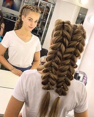 Simple and fashionable school hairstyles for teenage girls 1