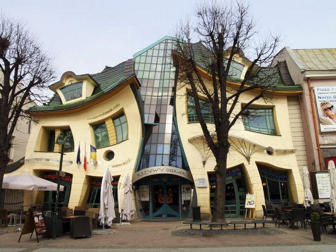 Кривой дом Польша