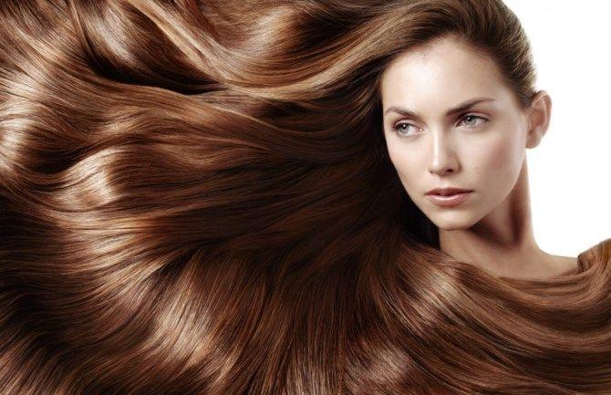 дівчина з довгим волоссям