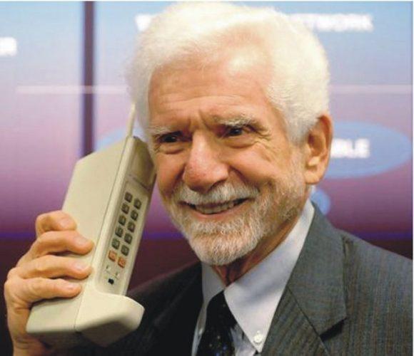 Провідний інженер компанії Motorola Мартін Купер
