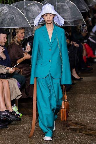 Тиждень моди в Парижі: кращі образи весни та літа 2020 року 12