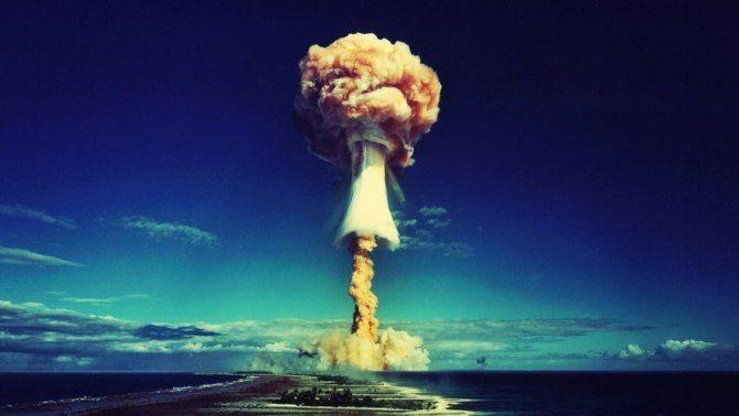ядерный гриб на атолле бикини