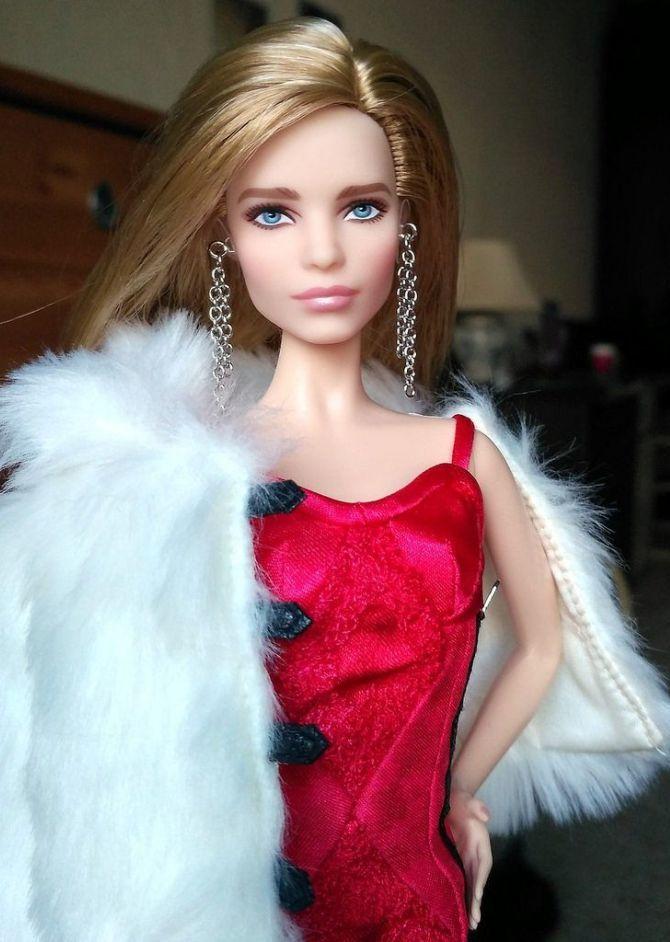 кукла Барбі
