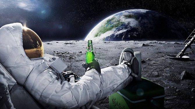 космонавт з пивом