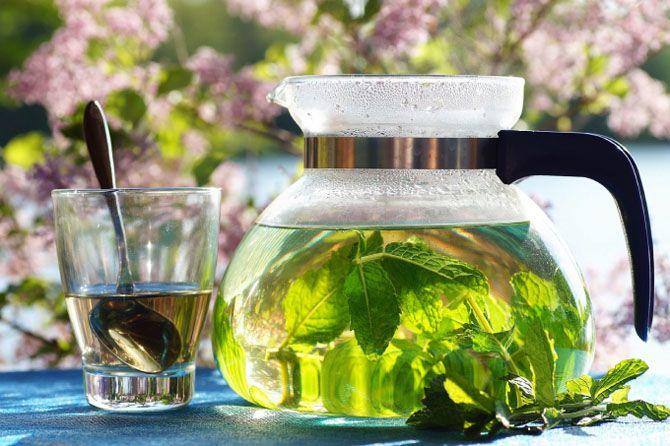 зелений чай в заварнике