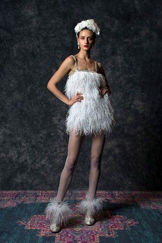 свадебное платье из перьев