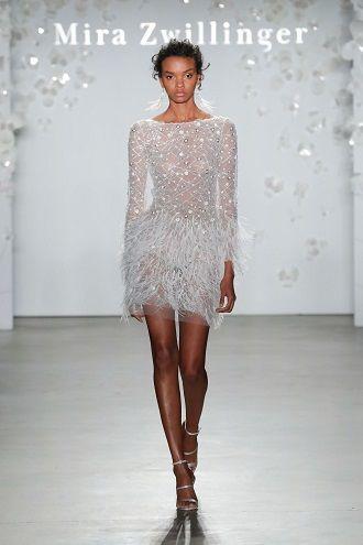 сукня з пір'ями