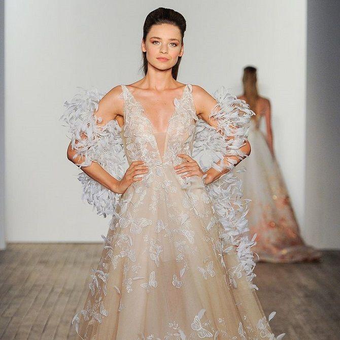свадебное платье в перьях