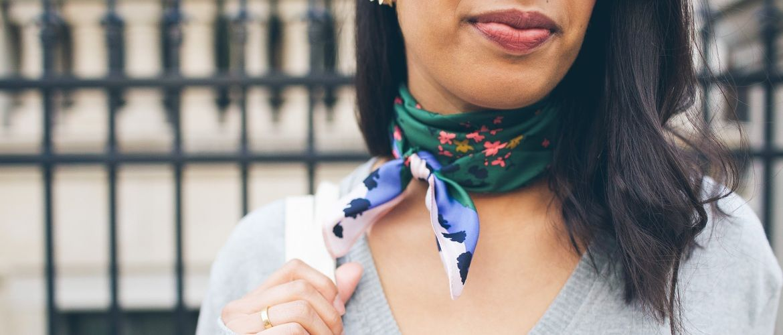 Стилисты рекомендуют: как модно завязать платок в 2020 году?