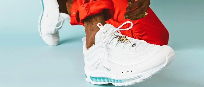 Гулять по воде со мной: американские дизайнеры представили новые кроссовки Nike со святой водой в подошве
