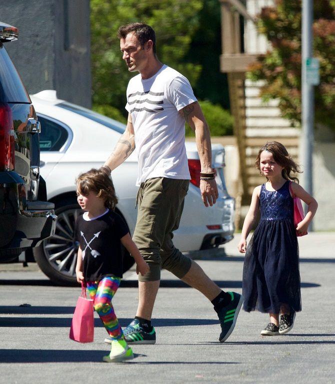 актер Брайан Остин Грин с детьми