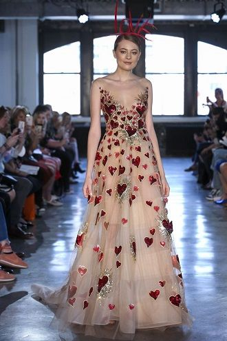 яскрава сукня нареченої