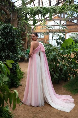 яскрава весільна сукня