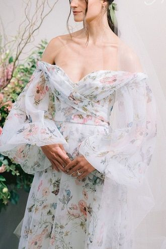 сукня з рукавами