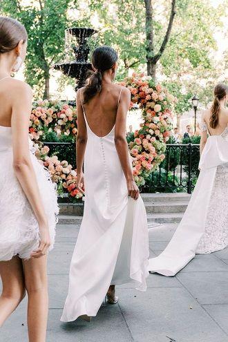 весільна сукня з відкритою спиною