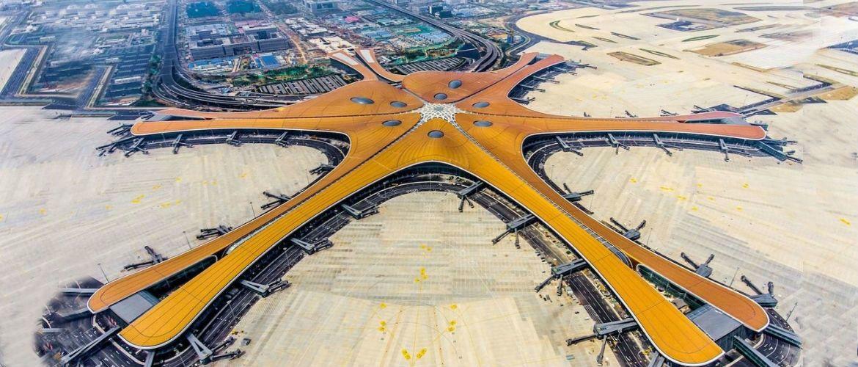 В Пекине открылся крупнейший в мире аэропорт Дасин с крышей в 25 (!!!) футбольных полей