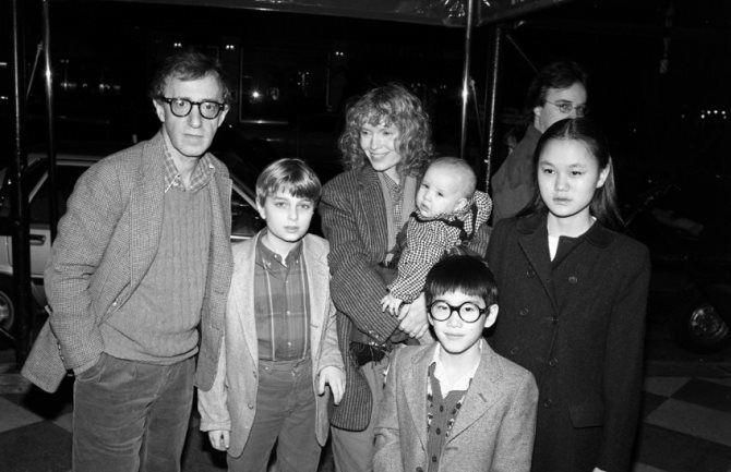 Вуди Аллен с семьей