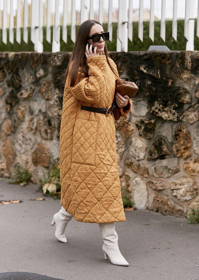 женское стеганное пальто с поясом