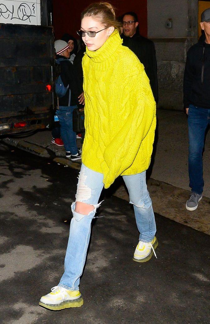 Свитер и джинсы белла хадид
