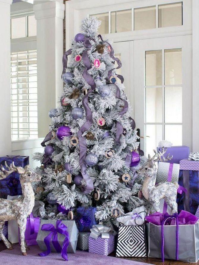 фиолетовый декор новогодней елки