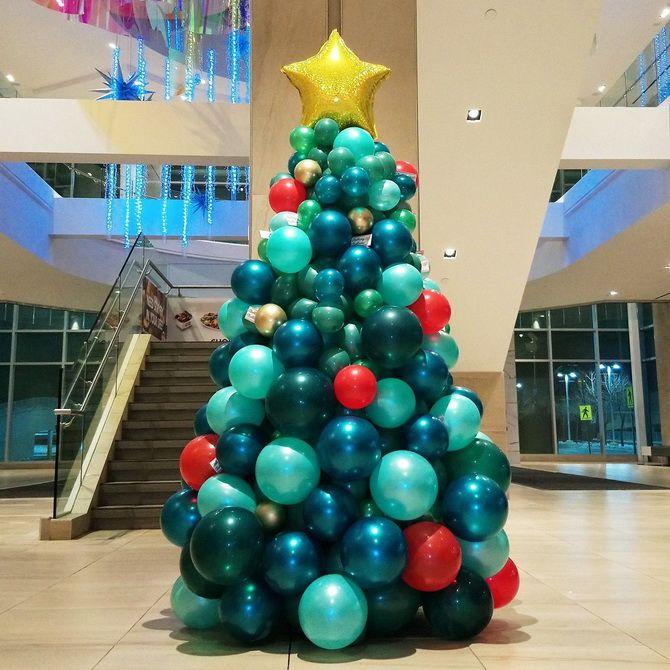 елка из воздушных шариков