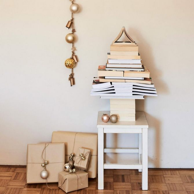 новогодняя елка из старых книг