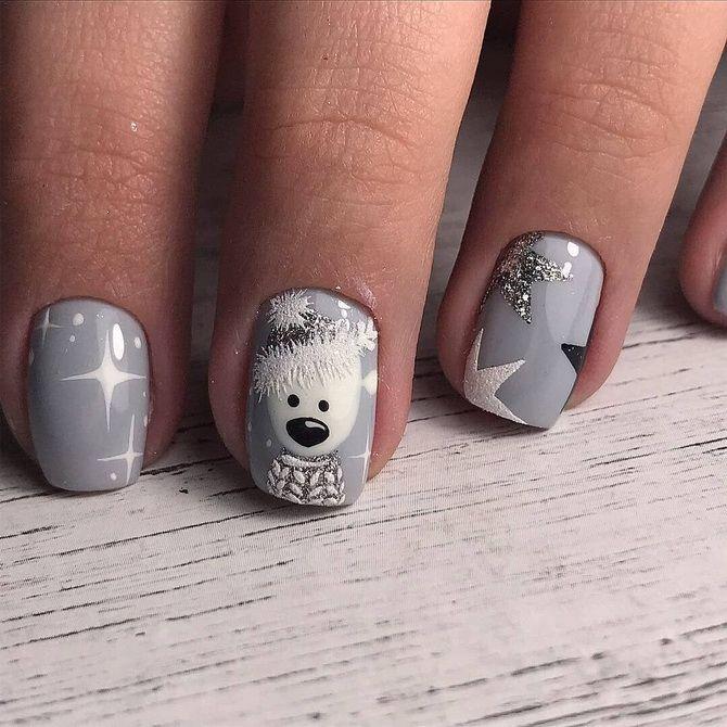 серый маникюр с мишкой