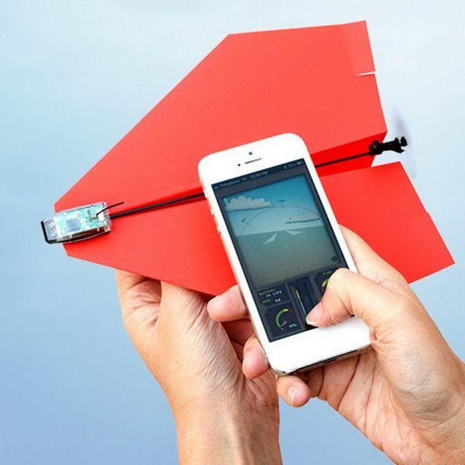 Бумажный самолет под управлением смартфона PowerUp 3.0