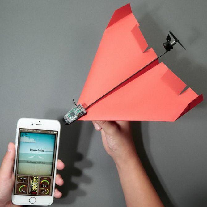 Паперовий літак під управлінням смартфона PowerUp 3.0