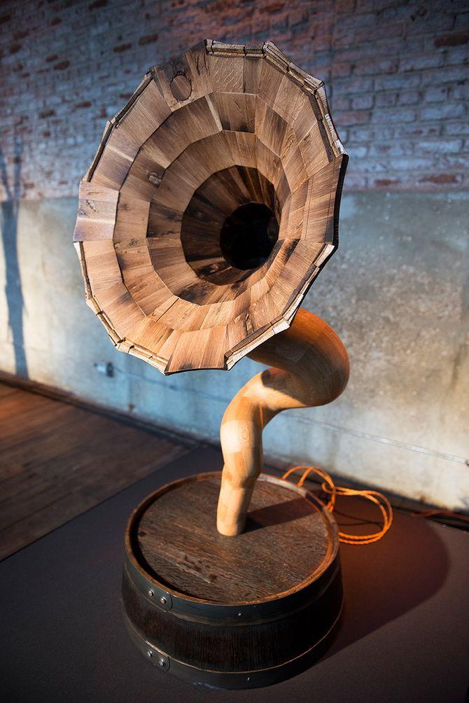 граммофон из дерева